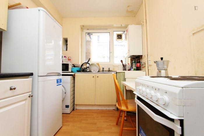 Welcoming double bedroom near the Stepney Green tube  - Gallery -  6