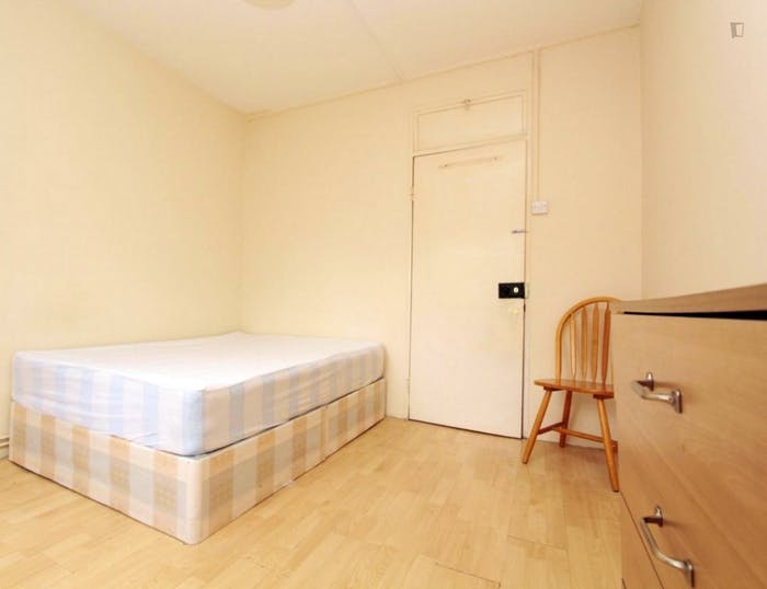 Welcoming double bedroom near the Stepney Green tube  - Gallery -  1