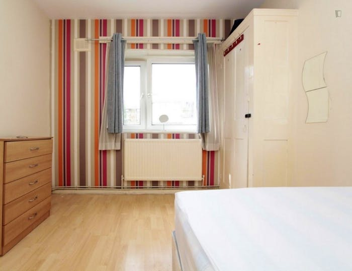 Welcoming double bedroom near the Stepney Green tube  - Gallery -  4