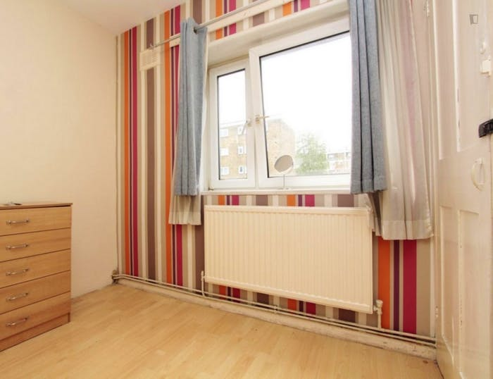 Welcoming double bedroom near the Stepney Green tube  - Gallery -  3