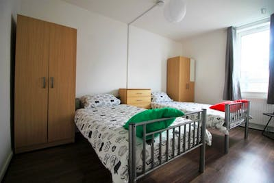 Stupendous double bedroom near the South Quay DLR stop  - Gallery -  2