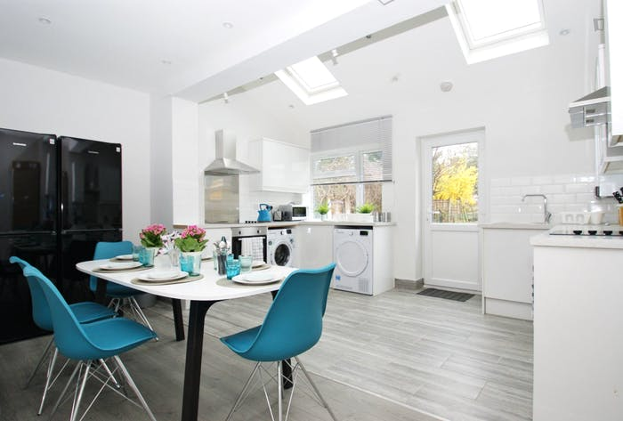 Welcoming double bedroom close to the White City tube  - Gallery -  8