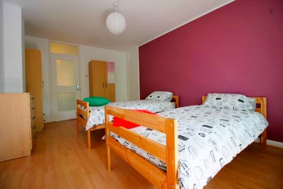 Twin bedroom not far from Stepney Green Station  - Gallery -  3