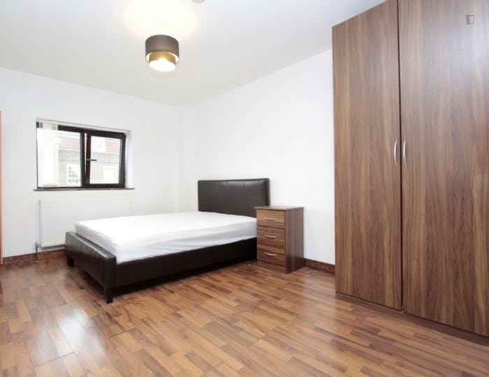 Unique double ensuite bedroom in a 3-bedroom apartment  - Gallery -  4