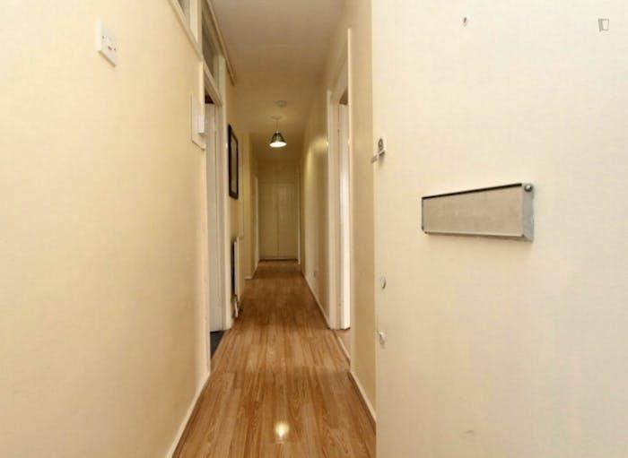 Well-lit double bedroom i the Upton Park neighbourhood  - Gallery -  9