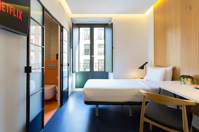 Twin bedroom in a 5-bedroom apartment near Estación del Arte metro station  - Gallery -  1