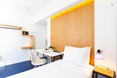 Twin bedroom in a 5-bedroom apartment near Estación del Arte metro station  - Gallery -  3