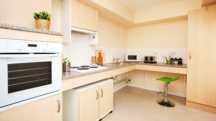 Welcoming studio in a residence, near the Stepney Green tube  - Gallery -  9