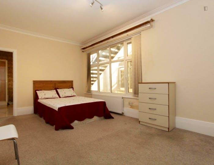 Unique double bedroom in Barnet  - Gallery -  4