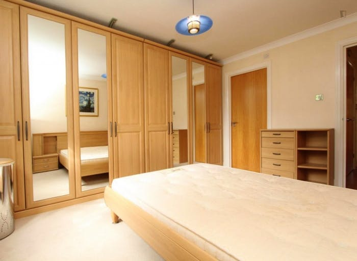 Very nice double ensuite bedroom in Limehouse  - Gallery -  3