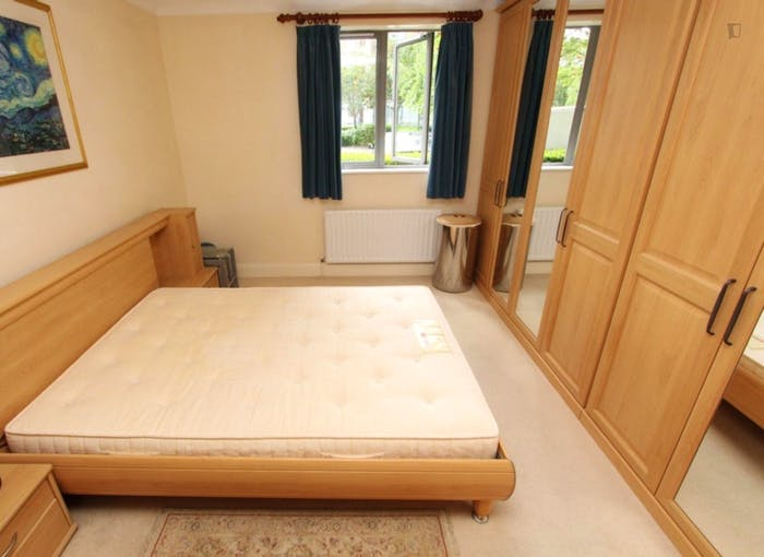 Very nice double ensuite bedroom in Limehouse  - Gallery -  2