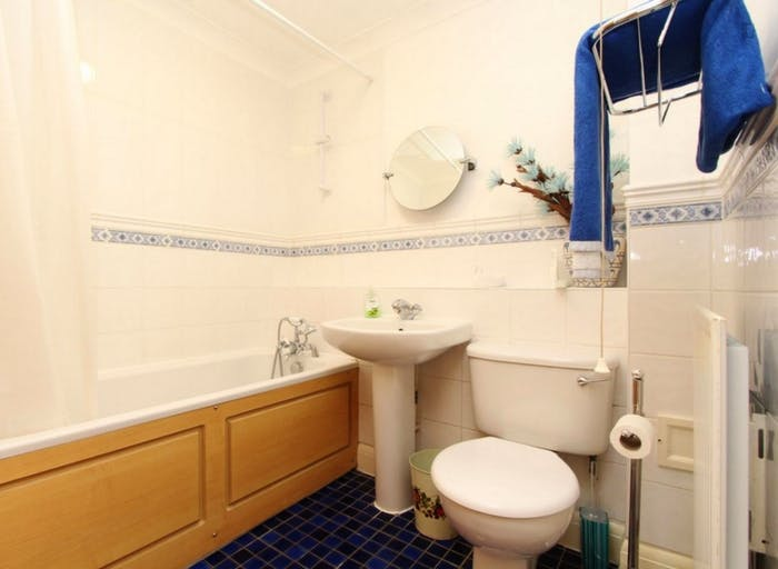 Very nice double ensuite bedroom in Limehouse  - Gallery -  8