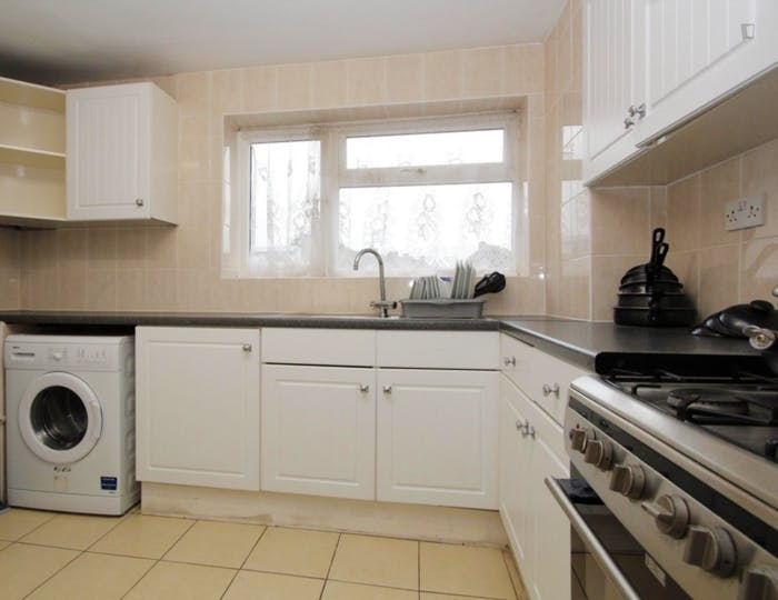 Very nice double bedroom in Canning Town  - Gallery -  4