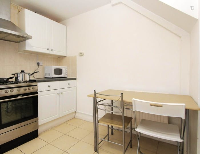 Very nice double bedroom in Canning Town  - Gallery -  5