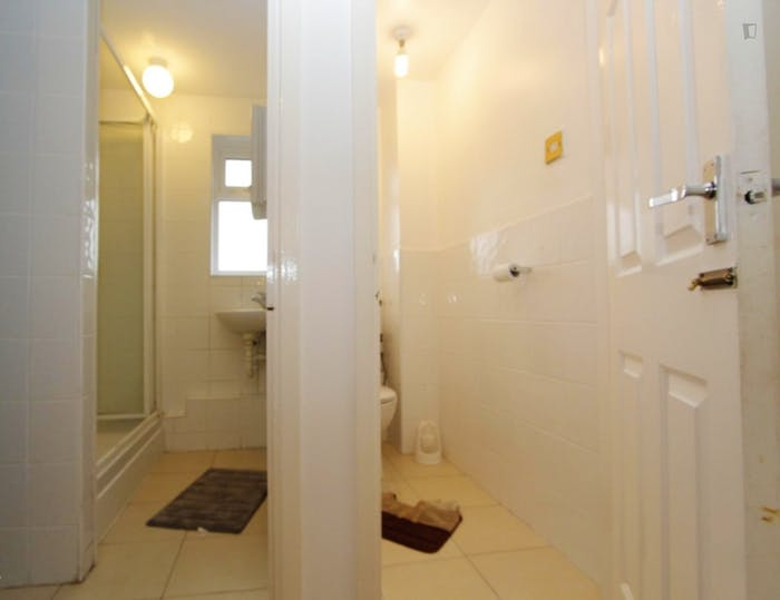Very nice double bedroom in Canning Town  - Gallery -  9