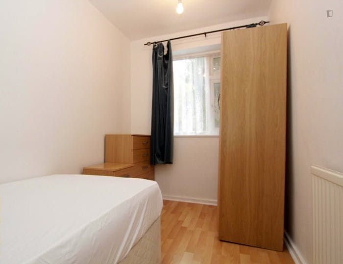 Very nice double bedroom in Canning Town  - Gallery -  1