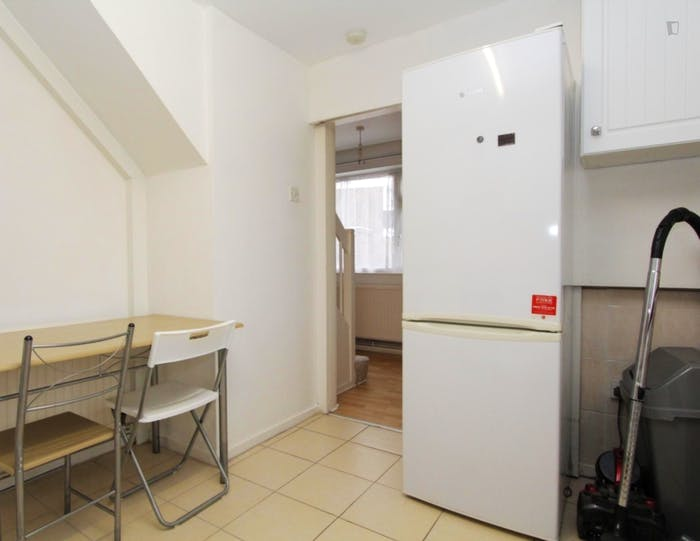 Very nice double bedroom in Canning Town  - Gallery -  6