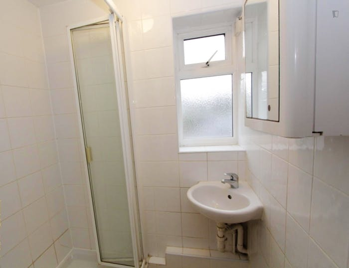 Very nice double bedroom in Canning Town  - Gallery -  7
