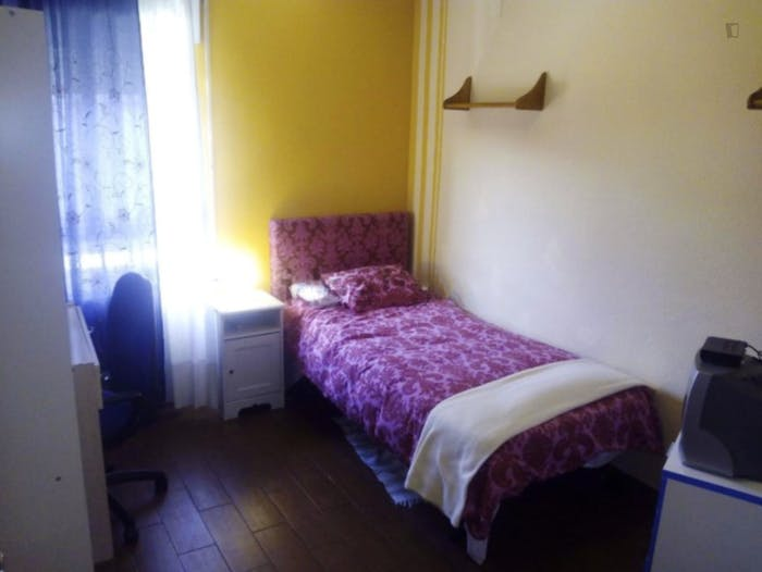 Well-lit single bedroom in Usera  - Gallery -  1