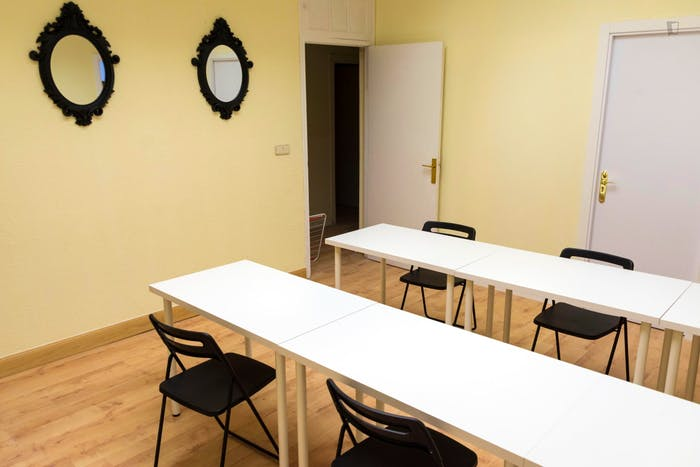 Very neat double bedroom in student flat, in Argüelles  - Gallery -  4