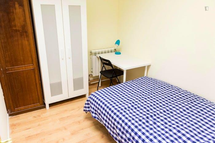 Very neat double bedroom in student flat, in Argüelles  - Gallery -  3