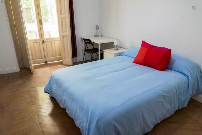 Very neat double bedroom with a balcony, in Argüelles  - Gallery -  4