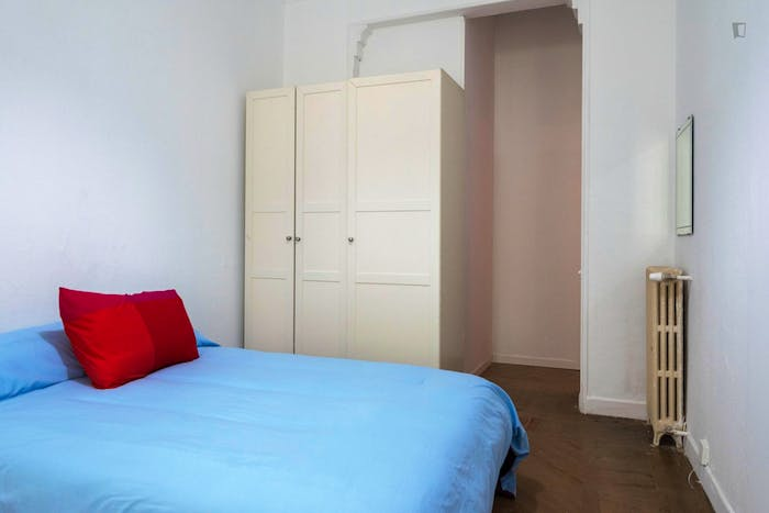 Very neat double bedroom with a balcony, in Argüelles  - Gallery -  2
