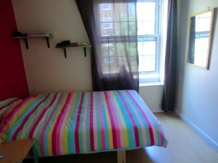 Welcoming double bedroom in a 3-bedroom flat, in Newington  - Gallery -  2