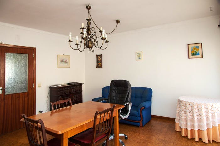 Very modest single bedroom in a 3-bedroom flat, in São Martinho do Bispo  - Gallery -  7