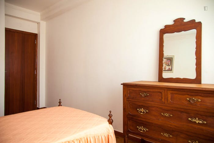 Very modest single bedroom in a 3-bedroom flat, in São Martinho do Bispo  - Gallery -  6