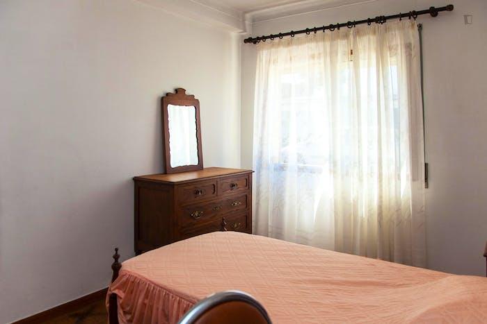 Very modest single bedroom in a 3-bedroom flat, in São Martinho do Bispo  - Gallery -  2