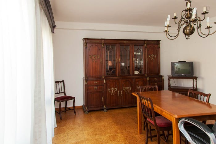 Very modest single bedroom in a 3-bedroom flat, in São Martinho do Bispo  - Gallery -  8