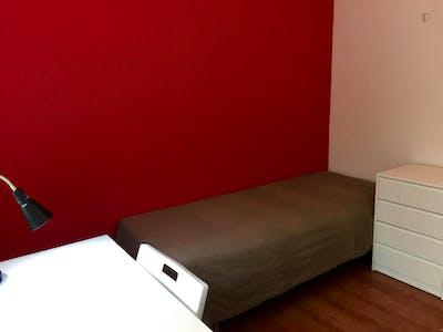 Suitable single bedroom in a 3-bedroom apartment in Vila de Gràcia  - Gallery -  3