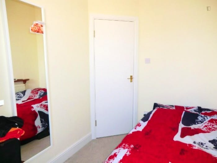 Welcoming double bedroom in residential Limehouse  - Gallery -  4