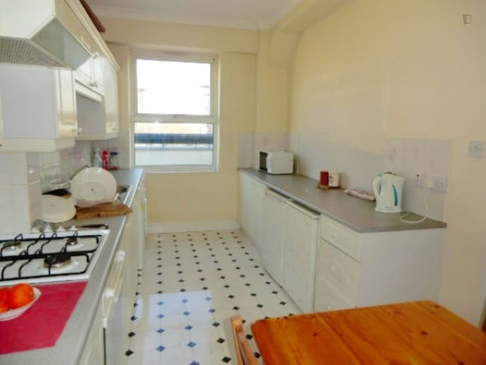 Welcoming double bedroom in residential Limehouse  - Gallery -  8