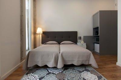 Stylish Twin Bedroom Private Bathroom in Porto 2min Campo 24 de Agosto Metro 1  - Gallery -  3
