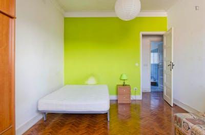 Well-located single bedroom in trendy Alvalade neighbourhood  - Gallery -  3