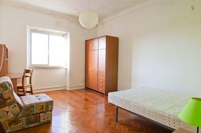 Well-located single bedroom in trendy Alvalade neighbourhood  - Gallery -  1