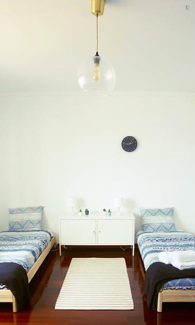 Twin bedroom in Atouguia da Baleia