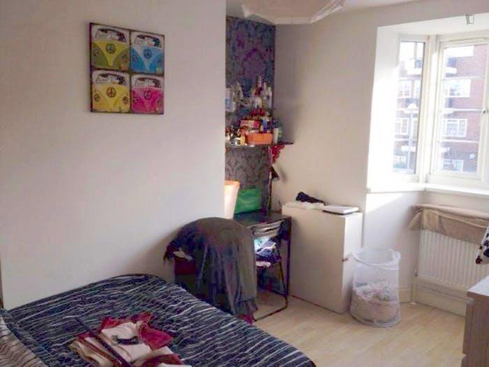 Very nice double bedroom in Battersea  - Gallery -  2