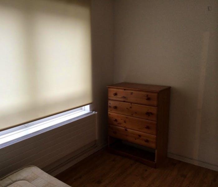 Well-lit double bedroom in Poplar  - Gallery -  2
