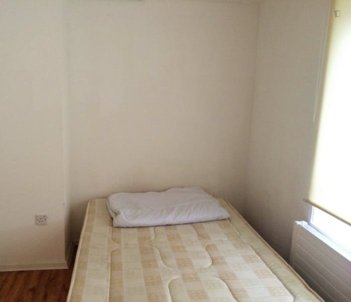 Well-lit double bedroom in Poplar  - Gallery -  1