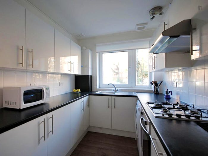 Very nice double bedroom near the South Hampstead train station  - Gallery -  3