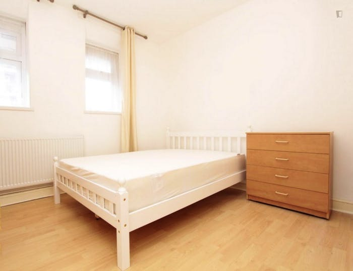 Very neat double bedroom near the Queen Elizabeth Olympic Park  - Gallery -  1