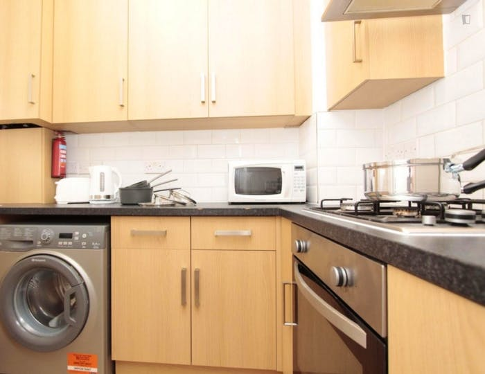 Very neat double bedroom near the Queen Elizabeth Olympic Park  - Gallery -  4