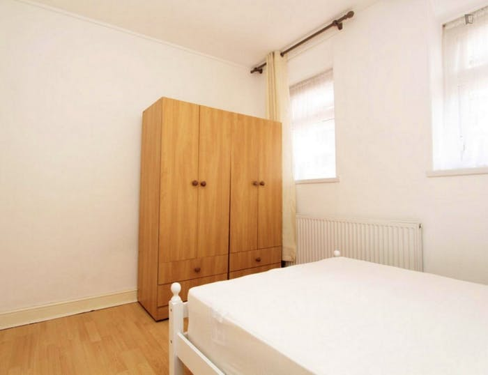 Very neat double bedroom near the Queen Elizabeth Olympic Park  - Gallery -  3