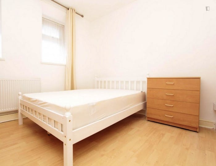 Very neat double bedroom near the Queen Elizabeth Olympic Park  - Gallery -  2