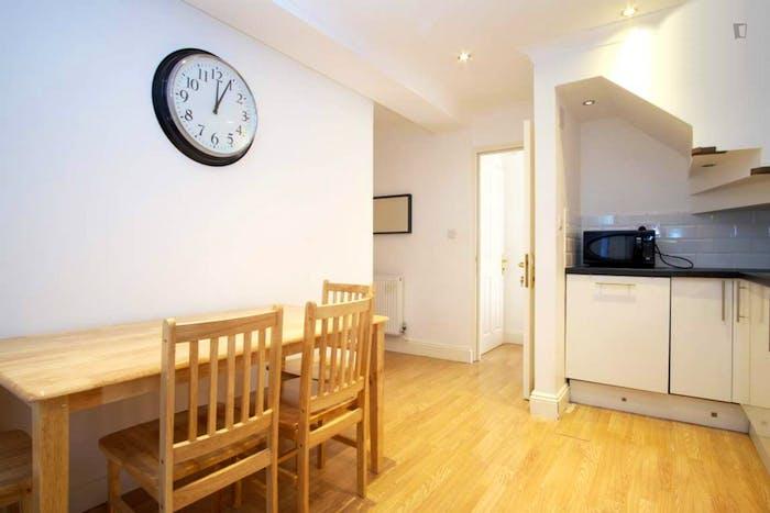 Wonderful double bedroom in Hampstead  - Gallery -  6