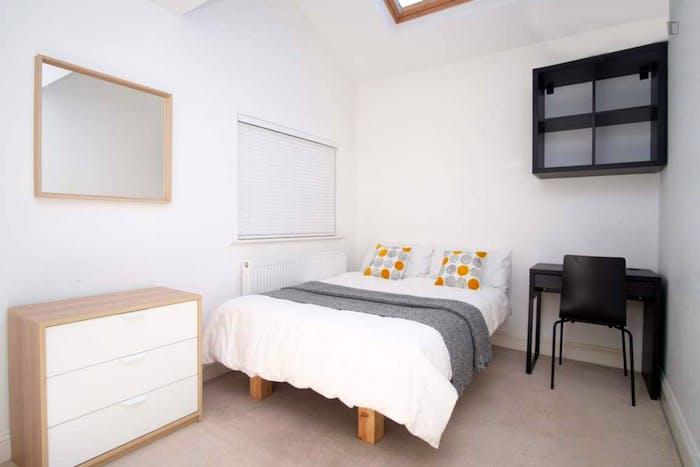 Wonderful double bedroom in Hampstead  - Gallery -  1