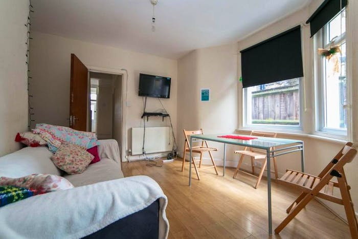 Very cosy double bedroom in Haringey  - Gallery -  2